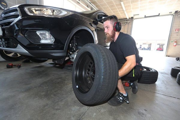 ACL tests 7 all-season tyres